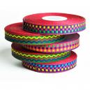 Buntes Band rollt für die Herstellung von Festival Wristbands